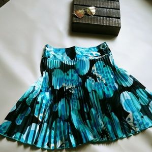 Woman's teal pleated skirt